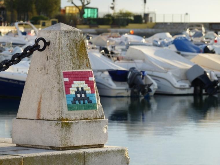Faro Street Art Invider