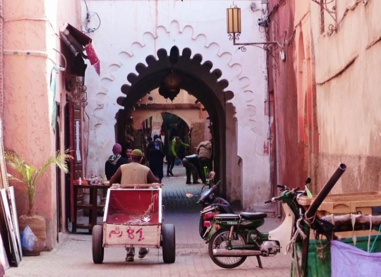 Marrakech arcade porte médina
