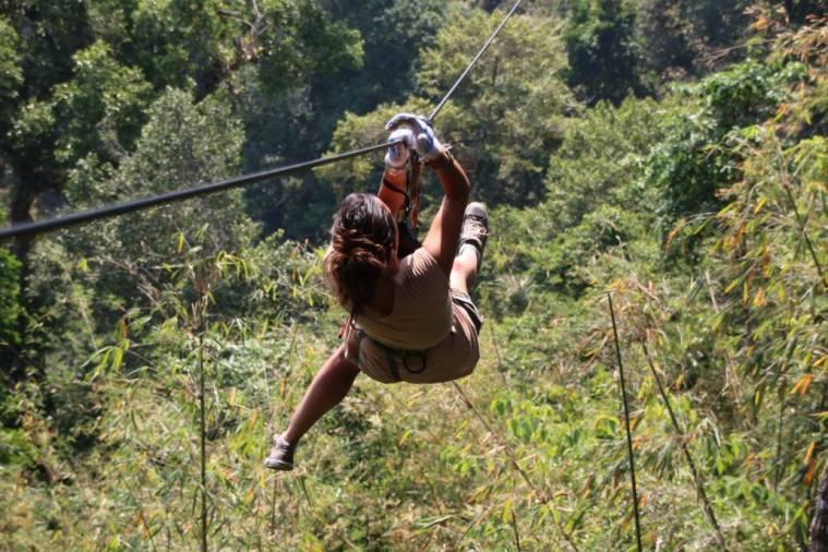 Cabane perchée au laos tyrolienne