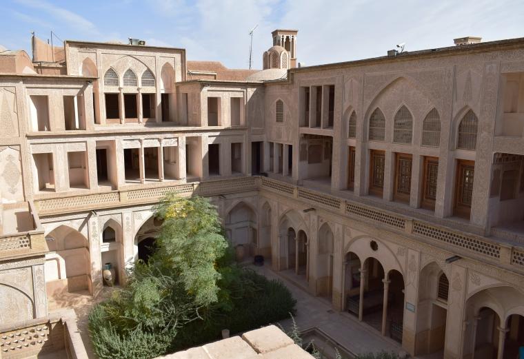Vue sur les façades de l'Abbasian House à kashan