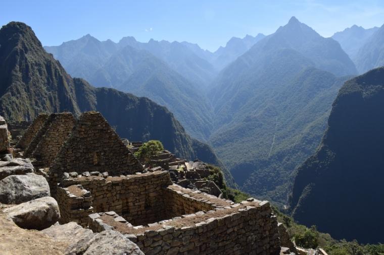 Vue sur les montagnes du Machu Picchu depuis les ruines