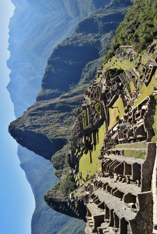 Point de vue vertical atypique sur le site du Machu Picchu