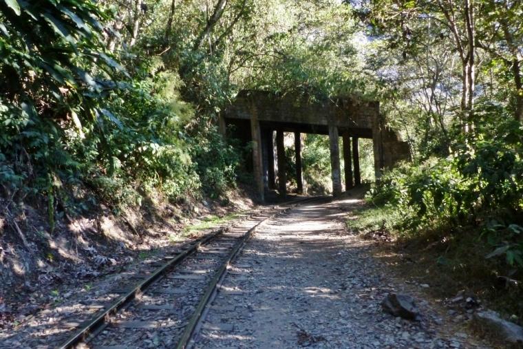 Rejoindre Agua Calientes en suivant les rails d'Hydroelectrica