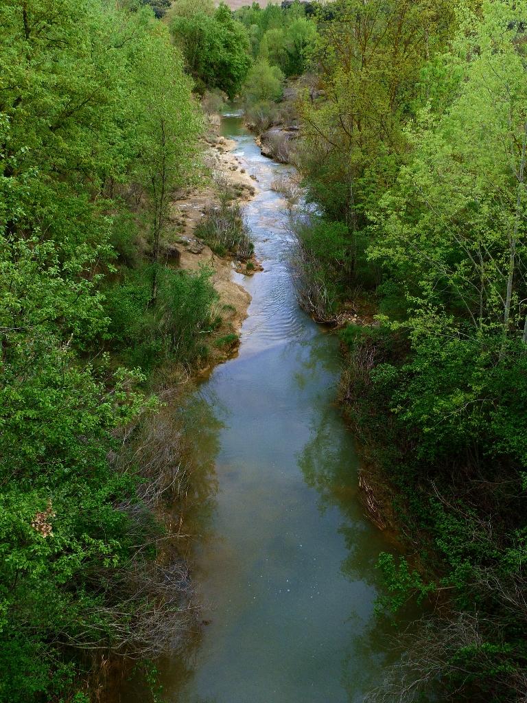 rivière près de pozan de vero en aragon