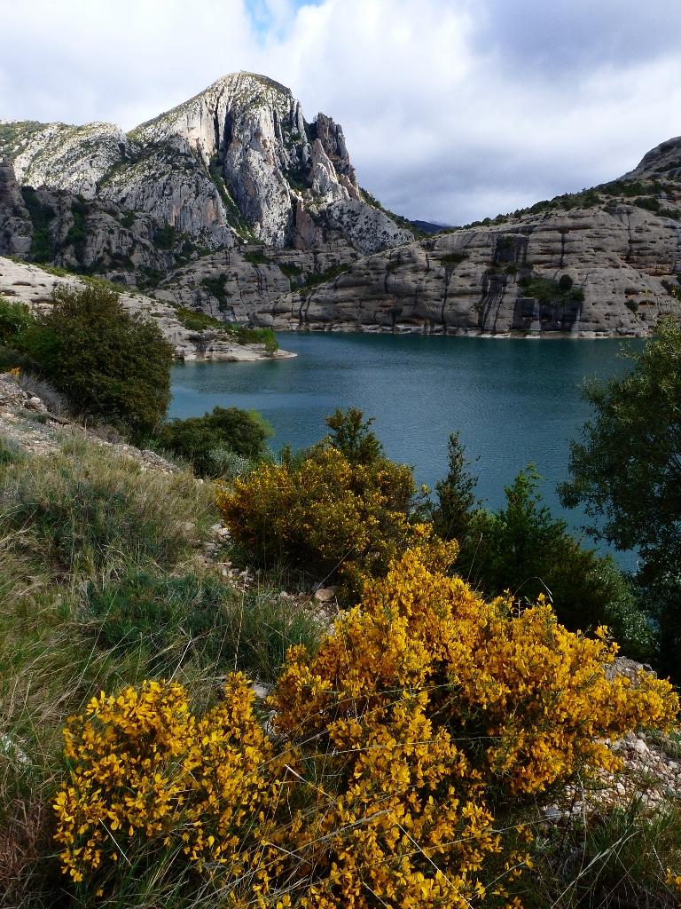 Vue sur le lac de Vadiello en Aragon